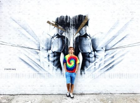 Grafiti en blanco y negro en Brooklyn, Nueva York