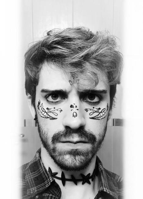 Pablo Girs, tatuaje en la cara de Halloween